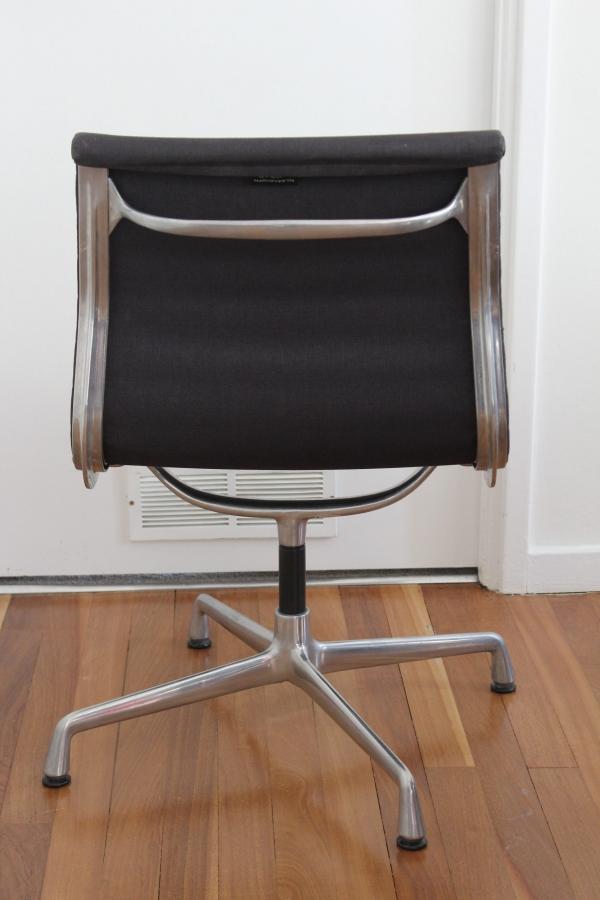 Vitra Grey Eames EA105